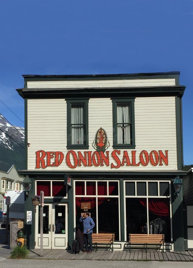 Главная улица Skagway Аляски салона красного лука стоковое фото