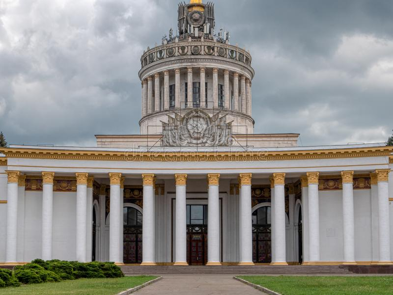 Главное здание огромного выставочного центра VDNG - выставки достижений народного хозяйства творческая зона для работы, остатков  стоковые фото