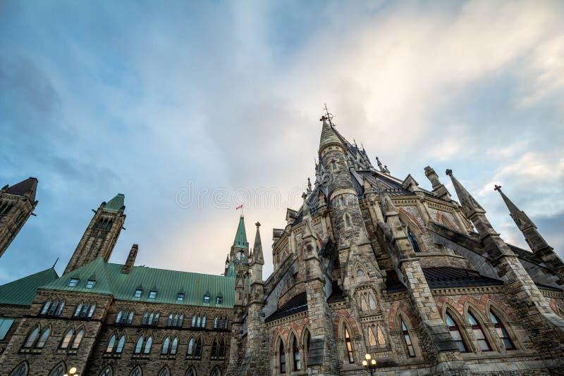 Главное здание разбивочного блока парламента Канады, в канадском парламентском комплексе Оттавы, Онтарио стоковые фотографии rf