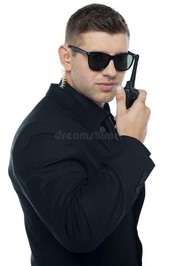 Главный сотрудник охраны связывая стоковое фото rf