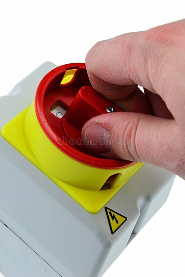 Главным образом переключатель повернул - взрослую руку мужск человека держа главным образом электрический переключатель формы без стоковые изображения