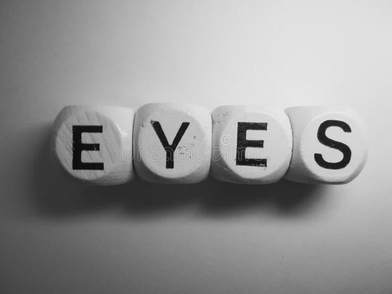 Глаза слова сказанные по буквам на кости стоковое фото