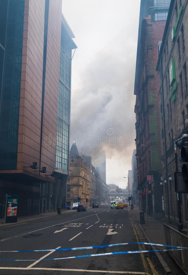 Глазго, Шотландия - Великобритания, 22-ое марта 2018: Крупный пожар в центре города Глазго на улице Sauchiehall в Глазго, объедин стоковые изображения