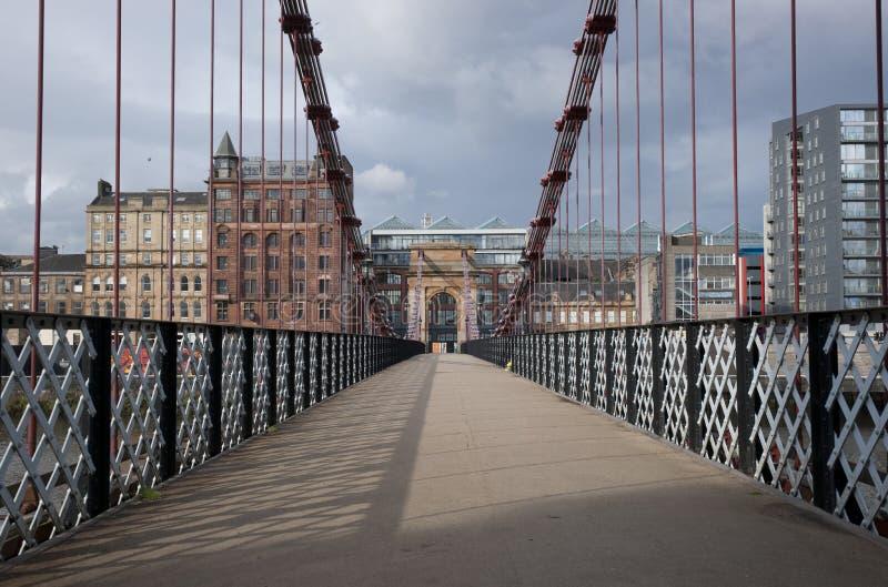 Глазго, Шотландия, 7-ое сентября 2013, взгляд висячего моста улицы Glasgows исторического южного Портленда стоковые фотографии rf