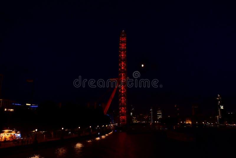 Глаз Лондона вечером стоковая фотография