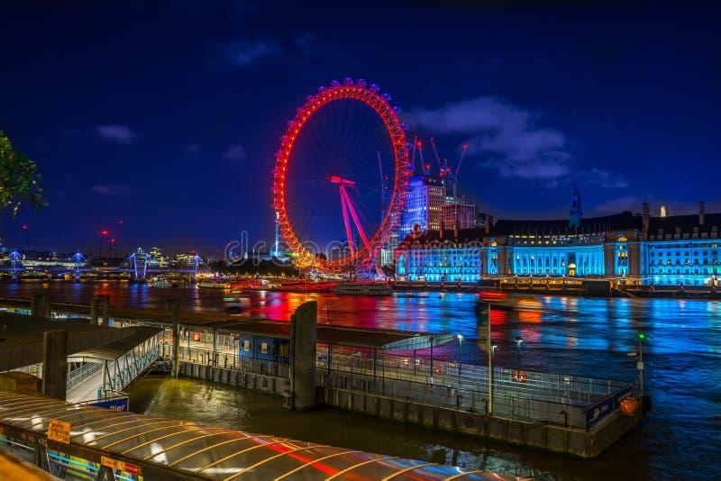 Глаз Лондона вечером в Лондоне, Англии, Великобритании стоковые фото