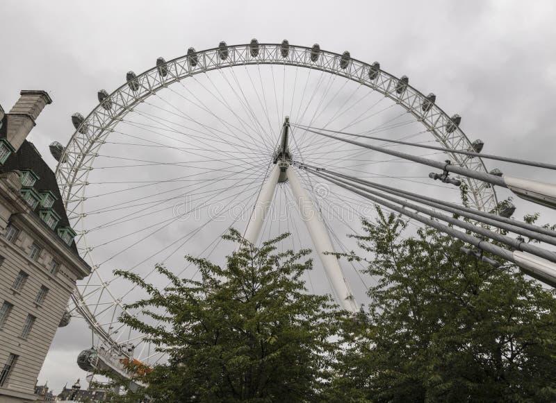 Глаз Лондона кока-колы на дождливый день стоковое фото rf
