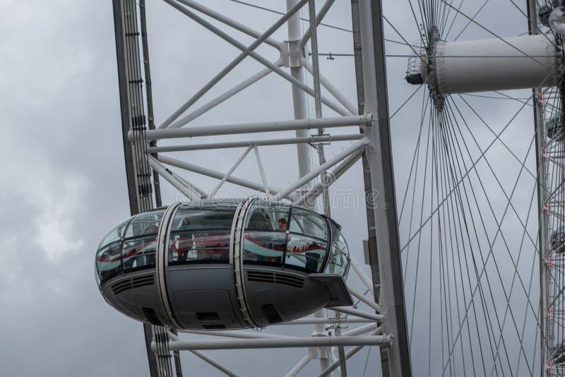 Глаз Лондона, колесо устроенное на Southbank реки Темза в Лондоне, в июне 2015 Англия/Великобритания стоковые фотографии rf