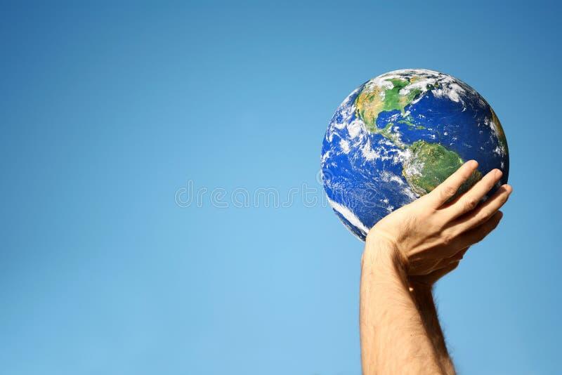 глобус вручает удерживание стоковая фотография rf
