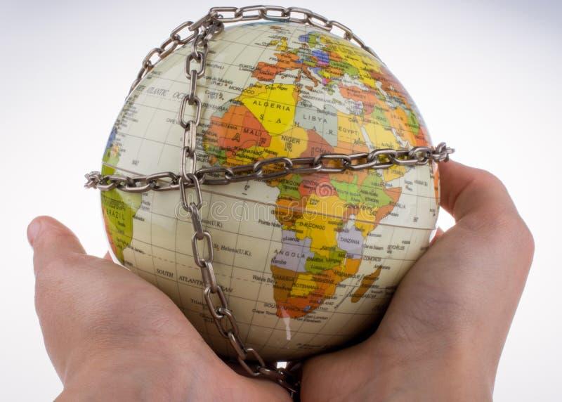 глобус в цепях стоковые фотографии rf