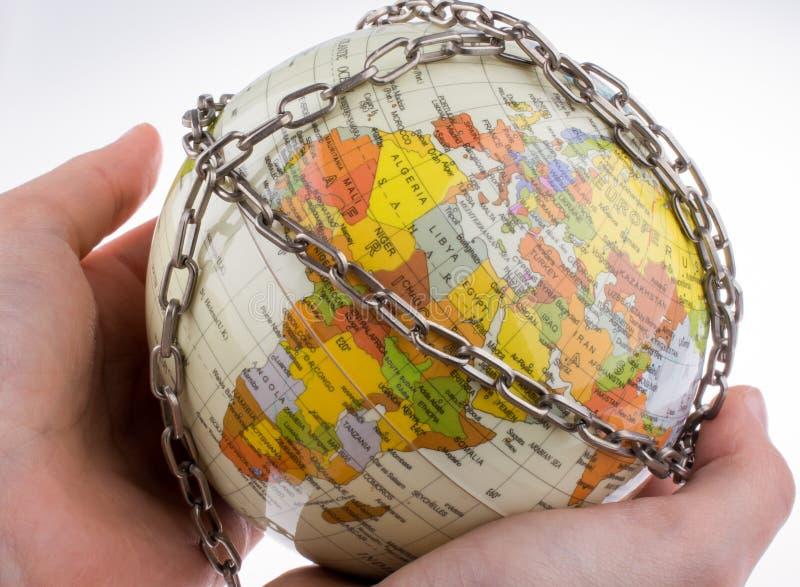 Глобус в цепях стоковая фотография