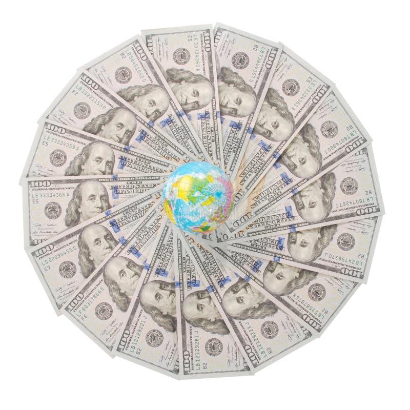 Глобус земли на калейдоскопе мандалы от денег стоковое фото rf