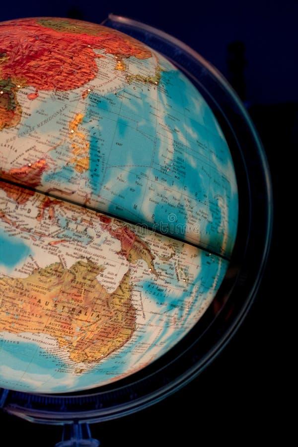 Глобус и карты гида перемещения стоковые изображения rf