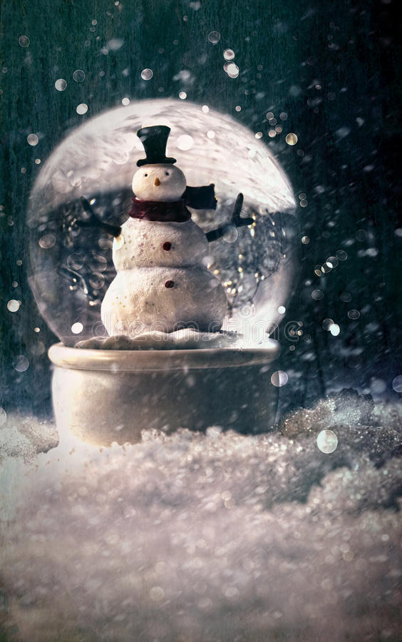 Глобус снежка в снежной установке зимы стоковая фотография