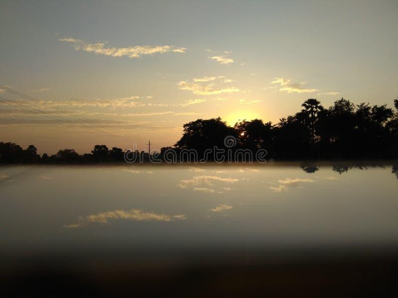 Глубокий заход солнца очень мирный стоковая фотография