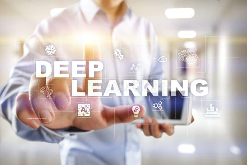Глубокое машинное обучение, искусственный интеллект в умной фабрике или решение технологии стоковые изображения rf