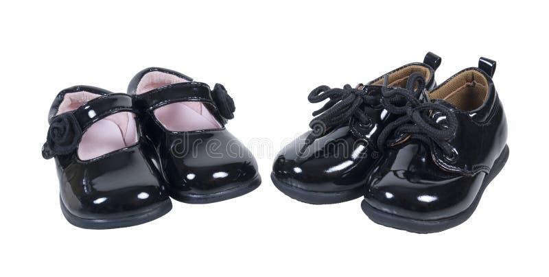 Глянцеватые официально ботинки младенца для мальчиков и девушок стоковое фото