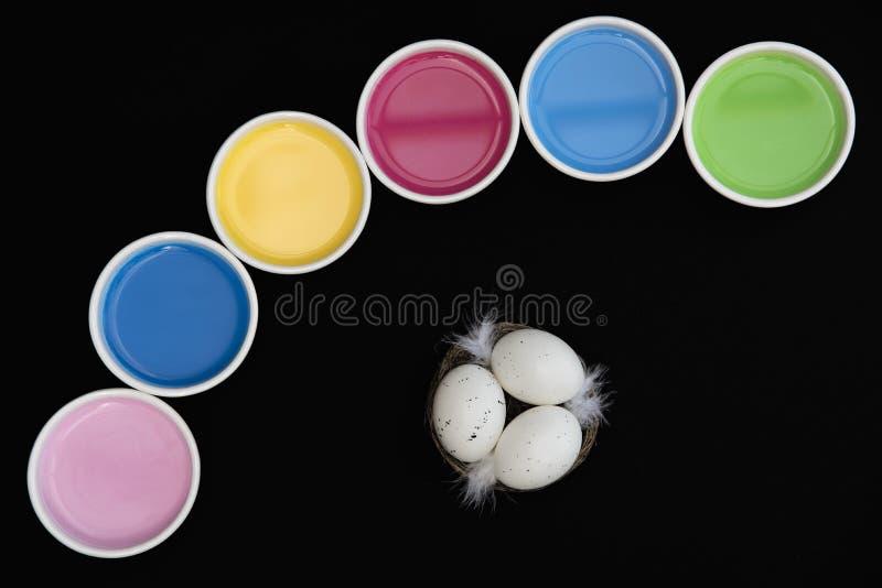 Гнездо в цветах стоковое фото rf