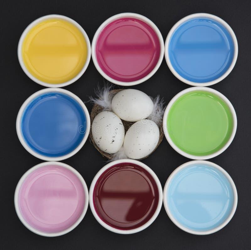 Гнездо в цветах стоковые изображения