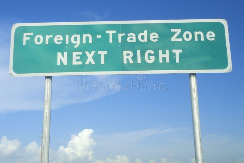 Говорить знака улицы Чуж-Торгует зоной стоковое изображение rf