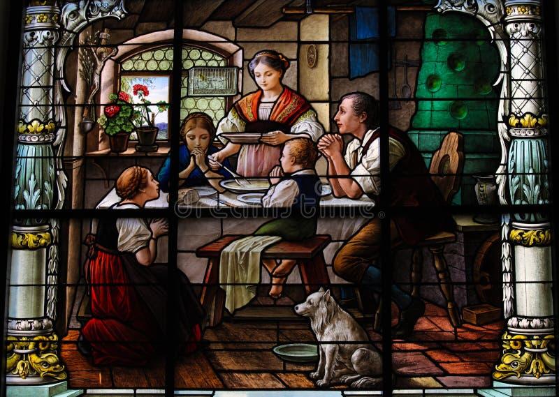 говорить фиоритуры семьи обеда стоковое изображение
