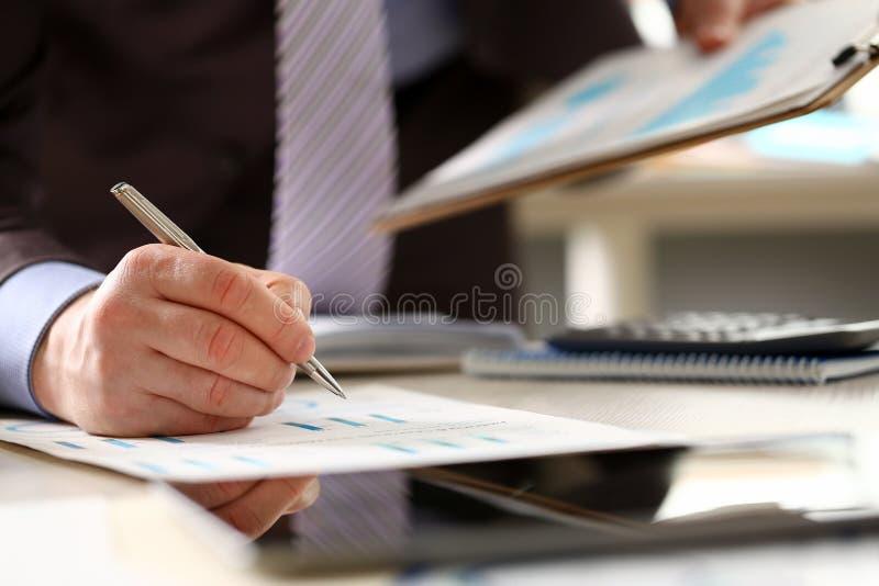 Годовой бюджет финансовой бухгалтерии консультанта банка стоковое изображение rf