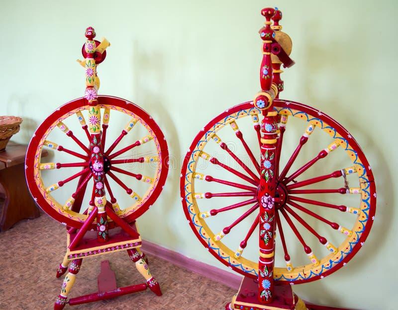 Год сбора винограда 2 национально покрасил закручивая колеса стоковое изображение