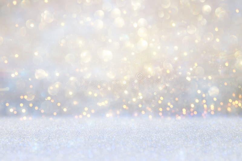 Год сбора винограда яркого блеска освещает предпосылку серебр, золото и белизна де-сфокусированный бесплатная иллюстрация