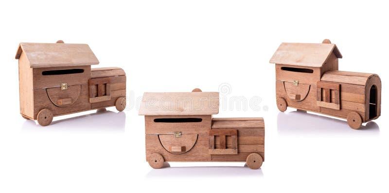 Год сбора винограда handcraft почтовый ящик сделанный из старой древесины без изолированной краски на белизне стоковые изображения rf
