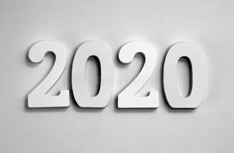 2020 год серого картона на серой бумажной предпосылке стоковое фото