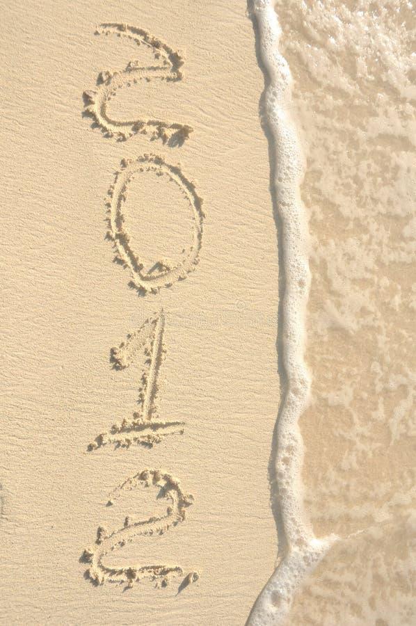 год 2012 пляжей написанный песком стоковое изображение rf