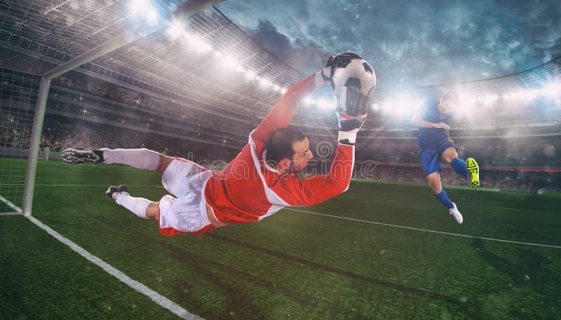 Голкипер улавливает шарик в стадионе во время футбольного матча стоковые изображения rf