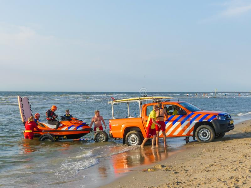 Голландские личные охраны запускают лыжу прибоя в ответ на аварийный вызов стоковое изображение rf