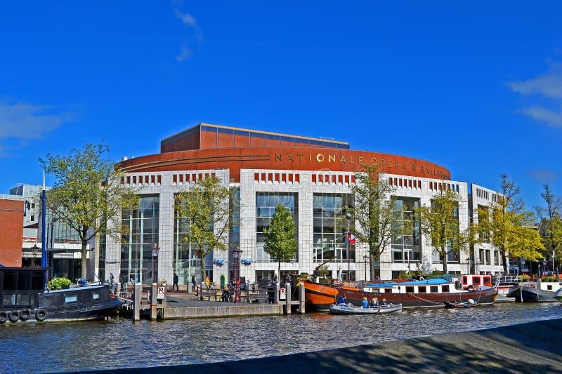 Голландские национальные опера & балет aka Stopera в Амстердаме, Нидерланд, стоковые фотографии rf