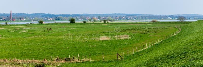 Голландский ландшафт реки около Вагенингена стоковая фотография rf