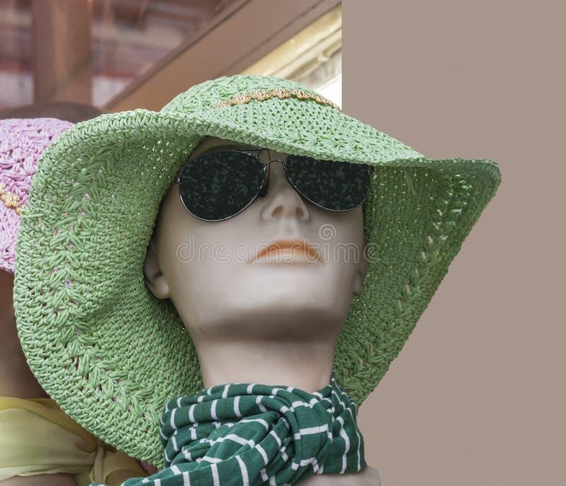 Голова куклы окна магазина стоковое изображение
