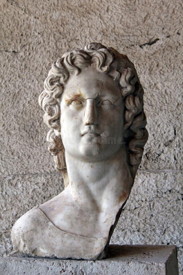 Голова статуи древнегреческия на территории Athen стоковая фотография
