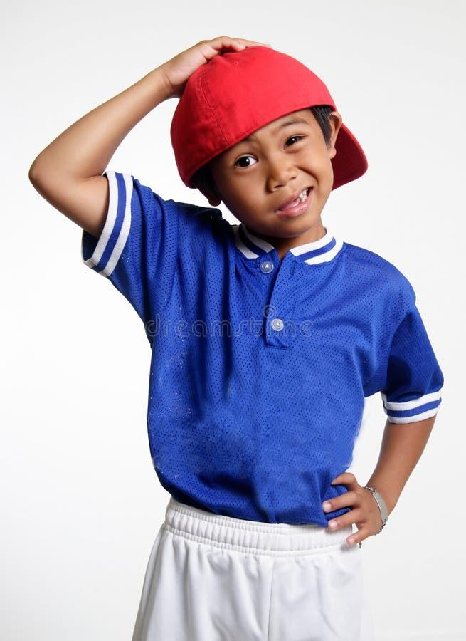 головка стороны мальчика смешная его царапать стоковая фотография