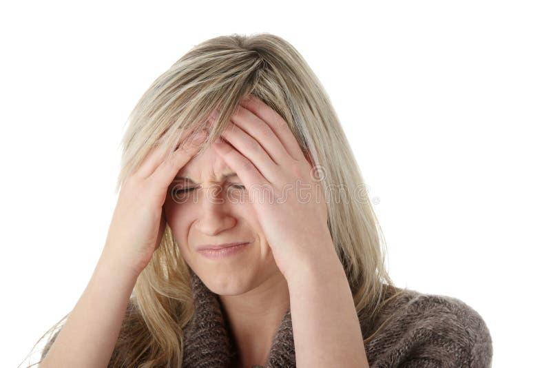 головная боль руки головная ее удерживание к женщине стоковое изображение rf