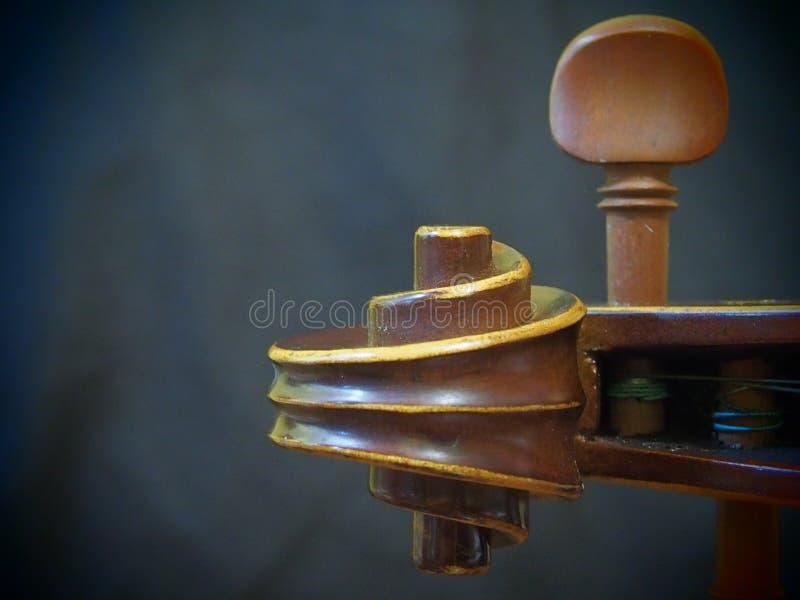 Головная древесина скрипки и аппаратура музыки строки ретро воодушевляют взгляд камеры Pinhole стоковая фотография