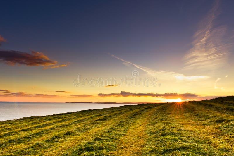 Download головное Kinsale Ирландии старое над заходом солнца моря Стоковое Изображение - изображение насчитывающей лужок, цвет: 18387263