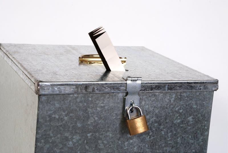 голосовать билета padlock металла коробки стоковые изображения