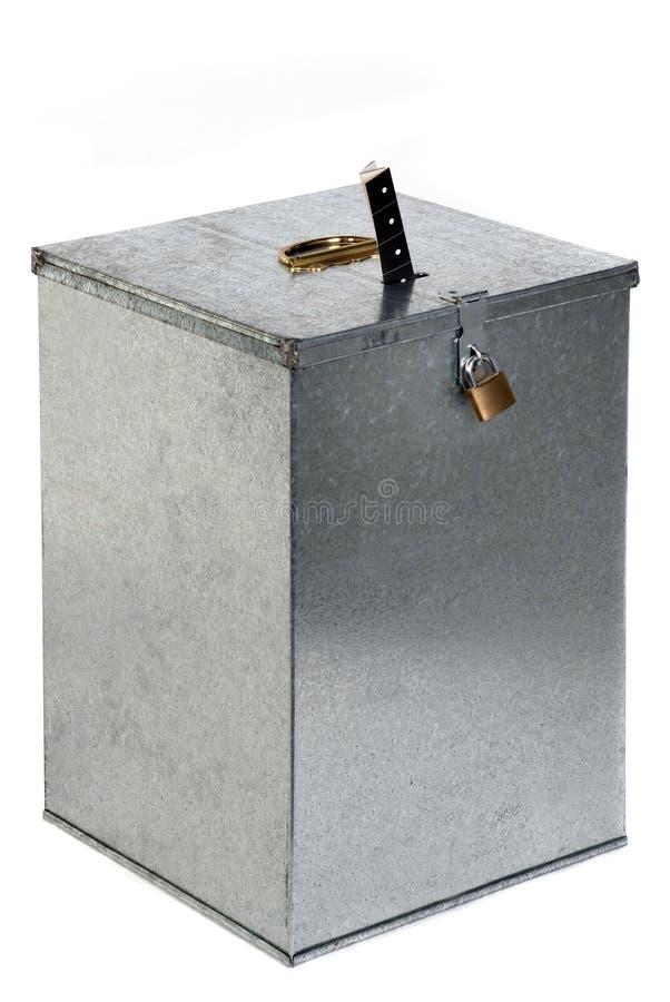 голосовать билета padlock металла урны для избирательных бюллетеней стоковое фото rf