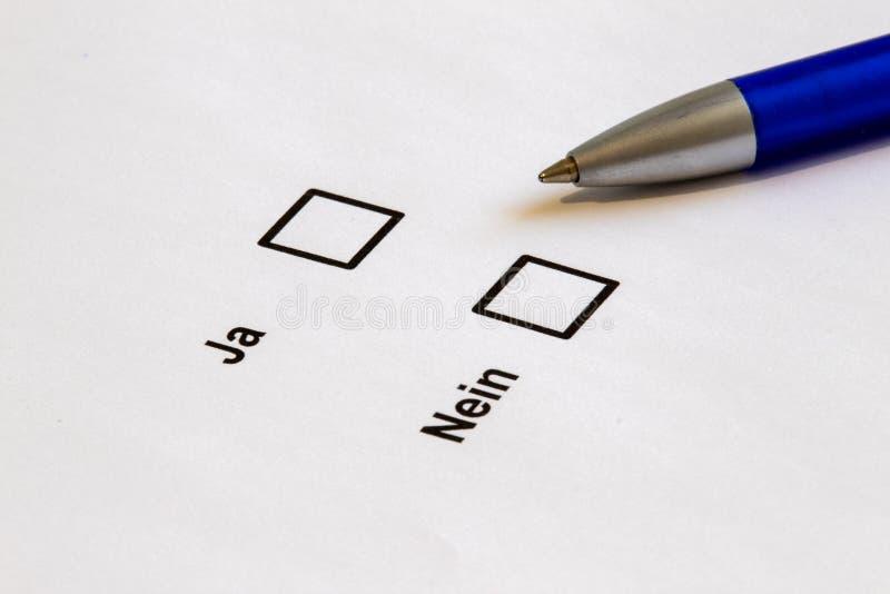 Голосовать-множественные коробки выбора да нет стоковое фото
