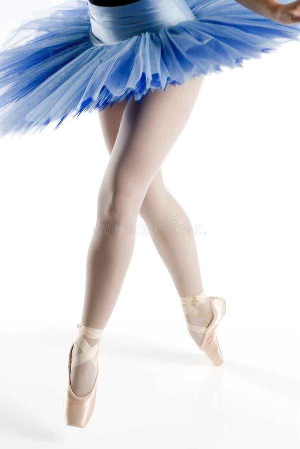 голубая балетная пачка pointe ног стоковая фотография rf