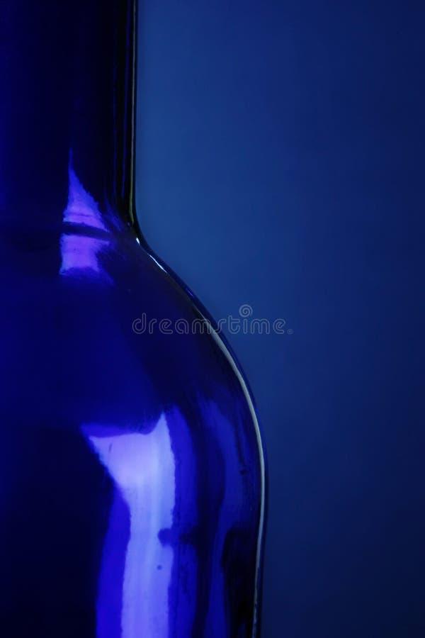 Download голубая бутылка стоковое изображение. изображение насчитывающей стекло - 477615