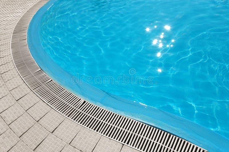 голубая вода бассеина стоковая фотография rf