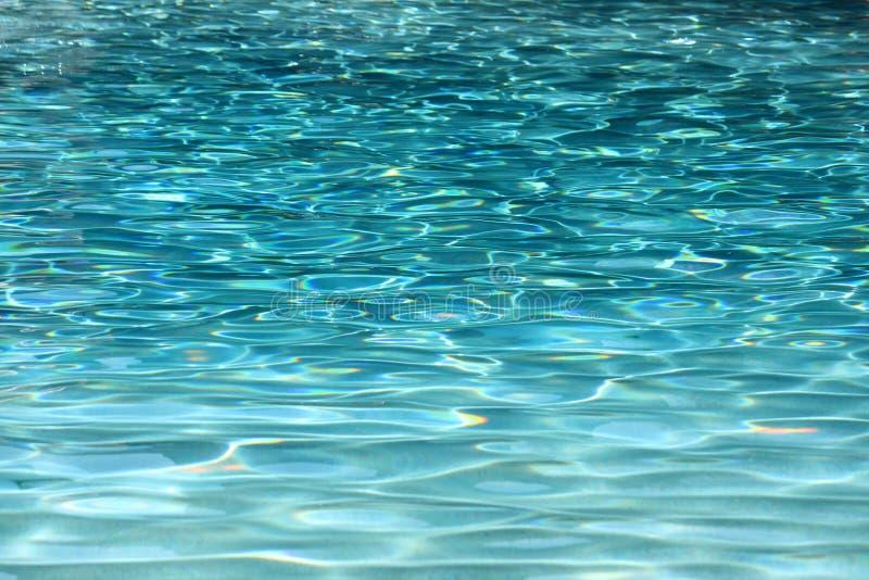 голубая вода заплывания бассеина стоковые изображения rf