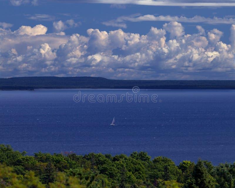 голубая вода sailing стоковое фото rf