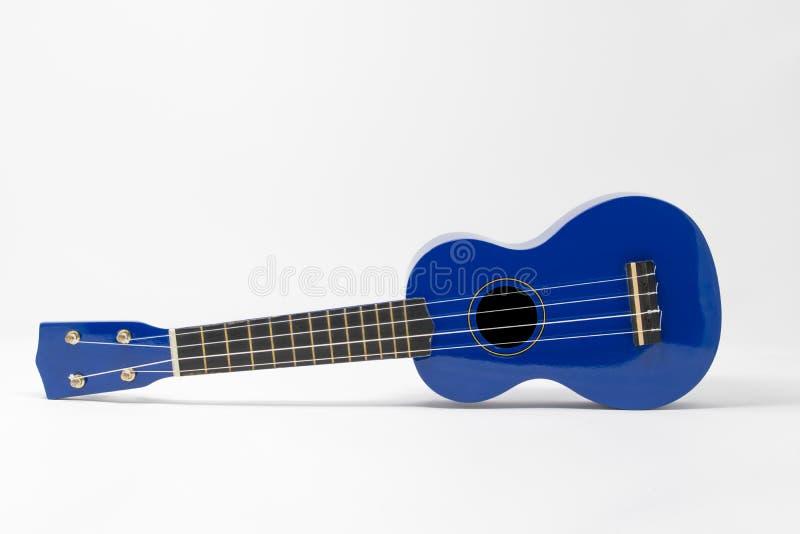 Голубая гавайская гитара установила против белой предпосылки стоковые изображения rf